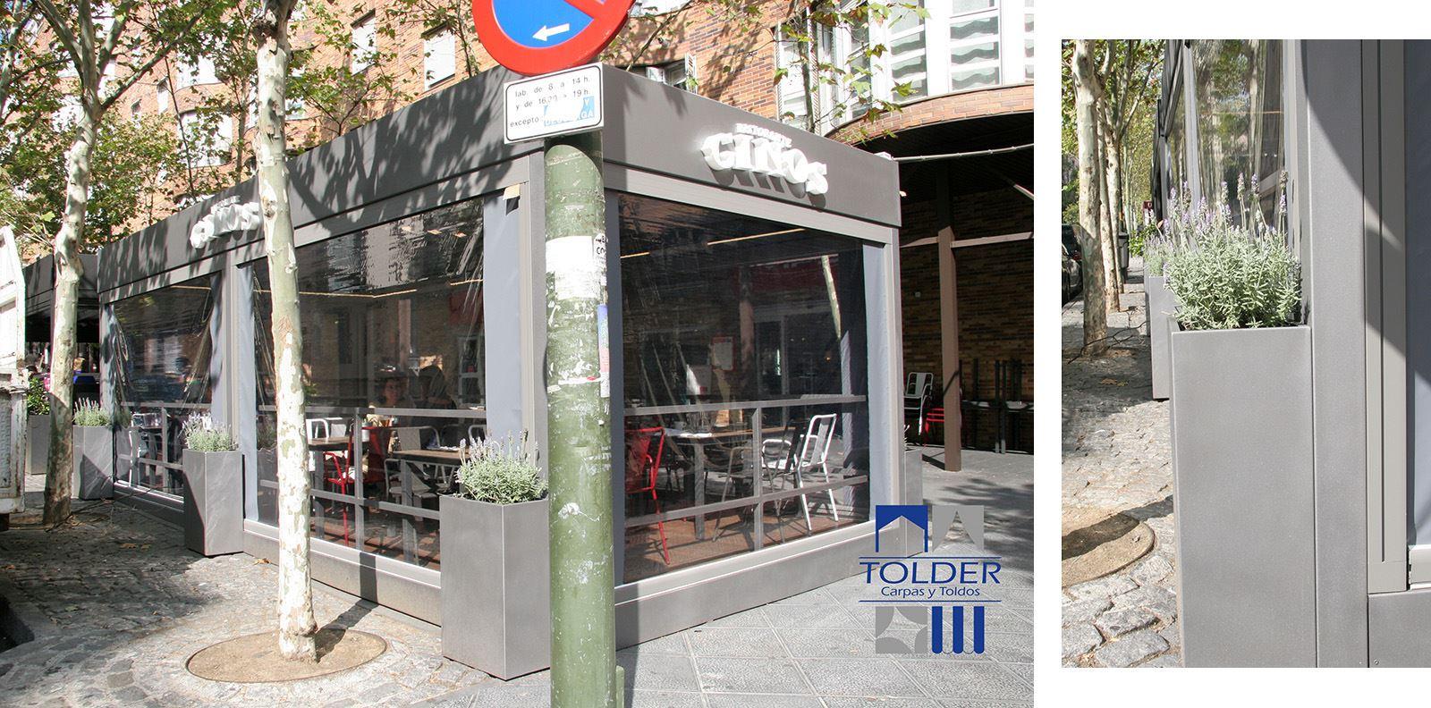 GINOS Rivera de Curidores, Rastro de Madrid, detalle exterior y jardineras.