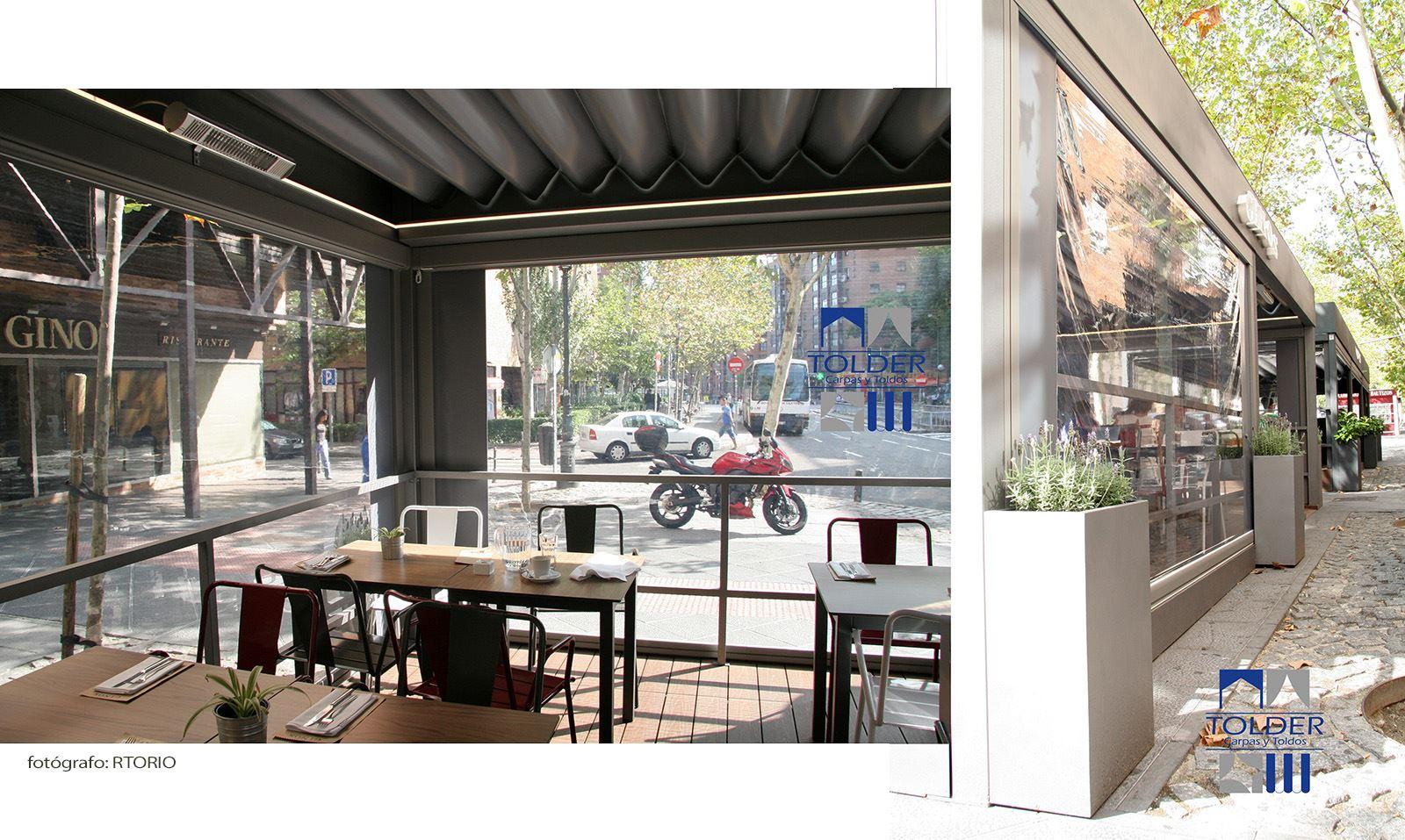 Pérgola restaurante VIPS y GINOS Rivera de Curidores, Rastro de Madrid, detalle interior.